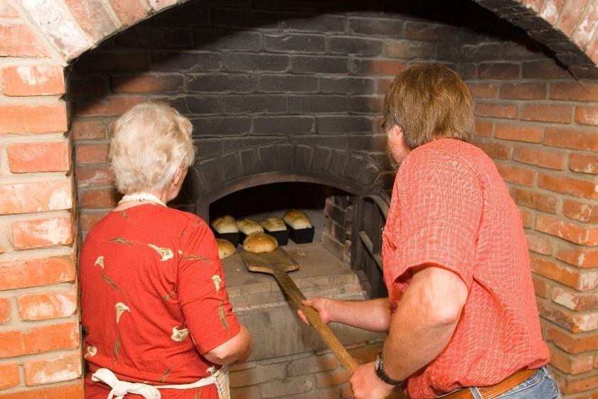 Die fleißigen Bäcker (Foto: NRW Stiftung)